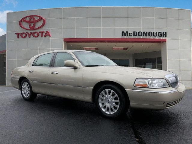 Pre Owned 2007 Lincoln Town Car Signature