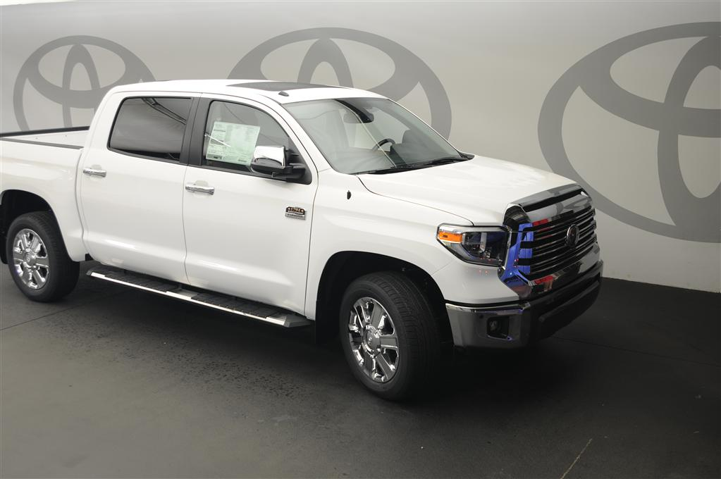 New 2019 Toyota Tundra 1794 5.7L V8 4x4 w/Moonroof
