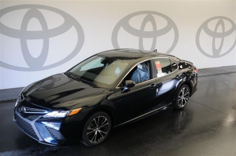 New 2019 Toyota Camry SE w/Moonroof