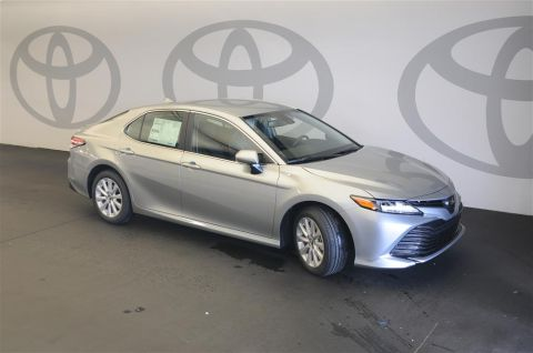New 2019 Toyota Camry LE w/Convenience Package & Blind Spot Monitor