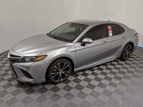 New 2020 Toyota Camry SE w/Moonroof 4D Sedan FWD