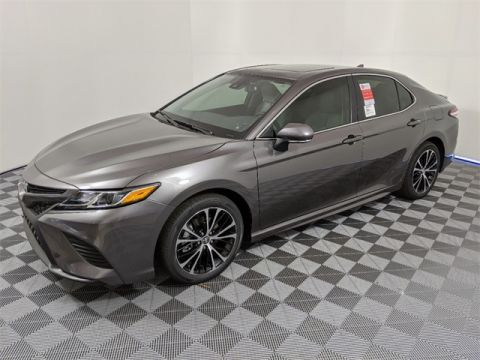 2020 Toyota Camry SE w/Audio + Moonroof + Conv Pkg & Blind Spot Monitor